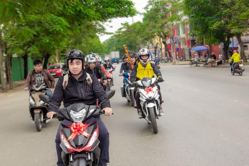 Scooters op rijweg stock afbeeldingen