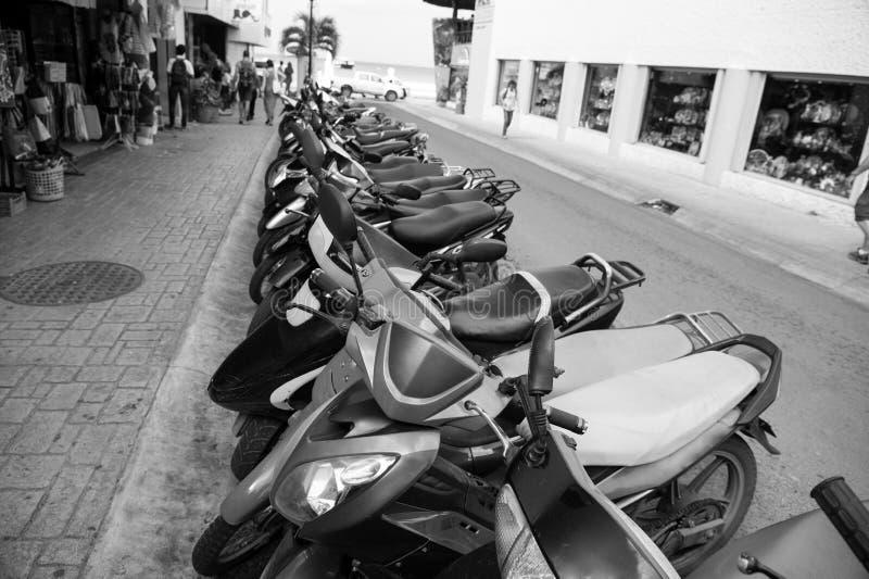 Scooters ou motos colorés à vendre ou la location, Cozumel, Mexi photo stock