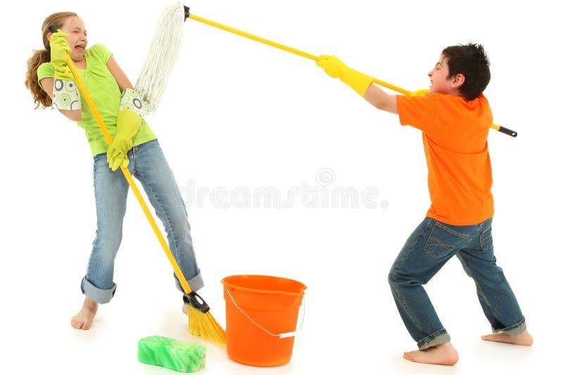 Scopa del Mop dei bambini di pulizie di primavera Stinky immagine stock