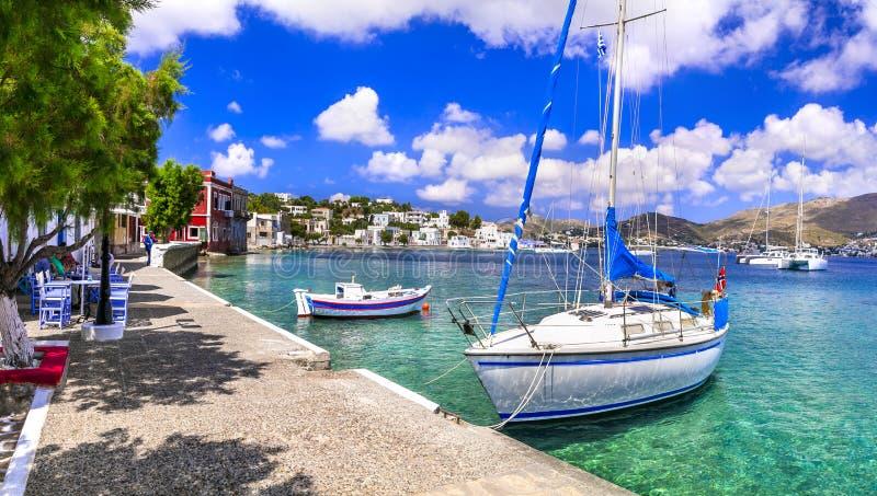 Scopra la Grecia - bella isola di Leros in Dodekanes villaggio e porto scenici del porticciolo di Agia fotografie stock