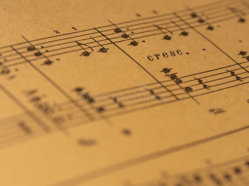Score classique de piano d'impression avec la marque de crescendo images libres de droits