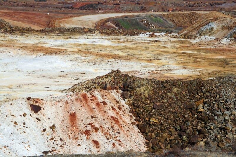 Scoria minéral d'une vieille mine d'exploitation à ciel ouvert en Espagne images stock