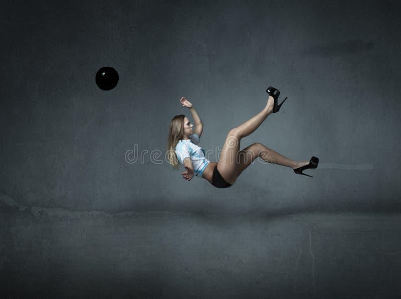 Download Scossa Di Inverso Del Giocatore Di Football Americano Immagine Stock - Immagine di estratto, scuro: 56879785