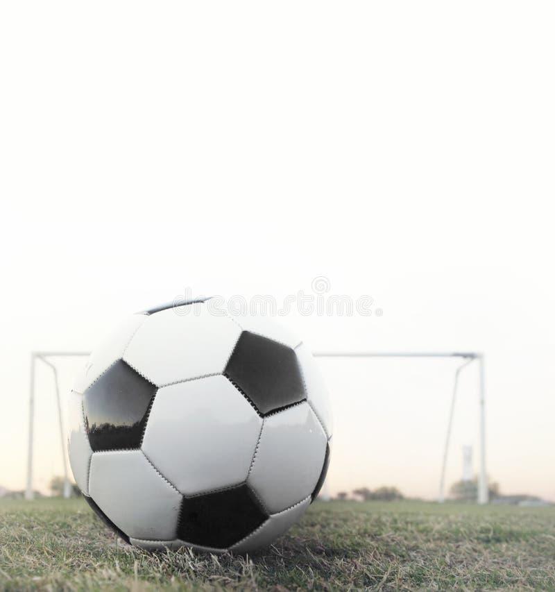 Scossa di punto. Gioco del calcio con l'obiettivo nella priorità bassa immagine stock libera da diritti