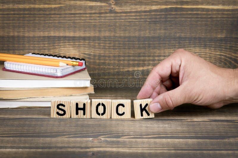 scossa Lettere di legno sulla scrivania immagine stock