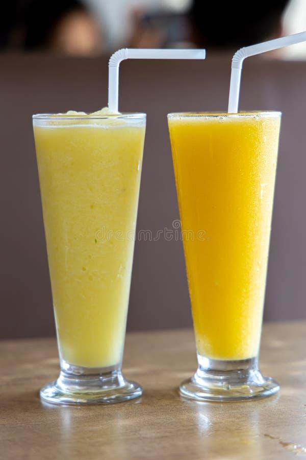 Scossa verde e gialla del mango fotografie stock libere da diritti