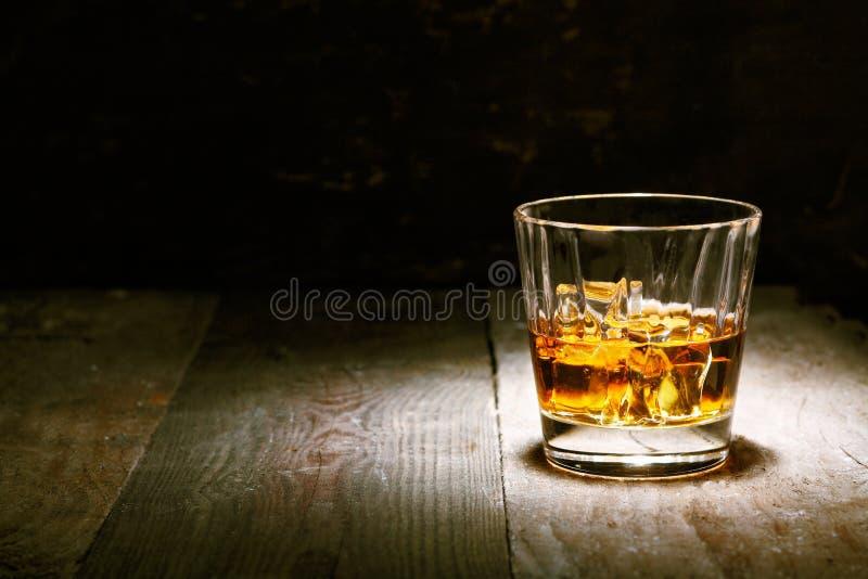 Scotch på trä arkivbild