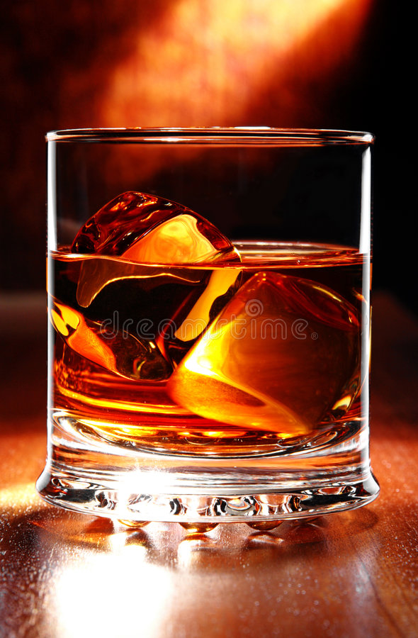 scotch tabellwhisky royaltyfria bilder