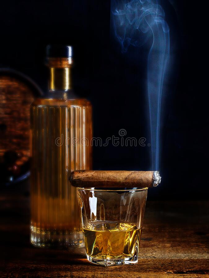 Free Scotch Whisky Neat With Smoking Cigar Stock Photo - 184369010