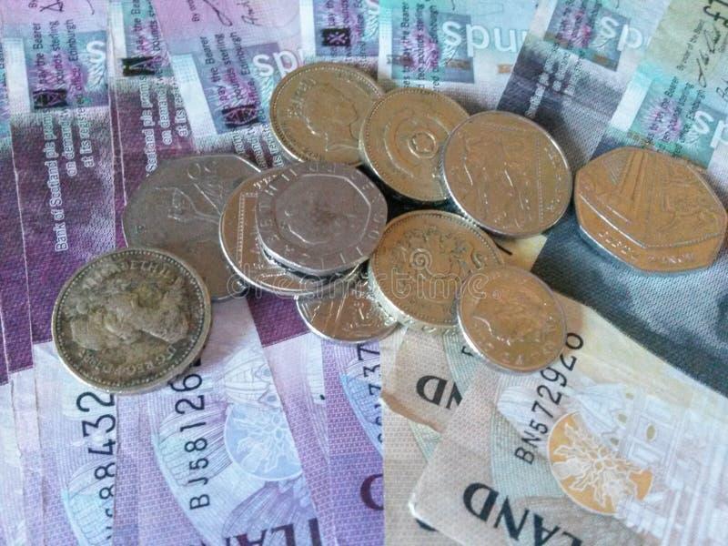 Scottish-Pfundbanknoten und -münzen lizenzfreies stockfoto