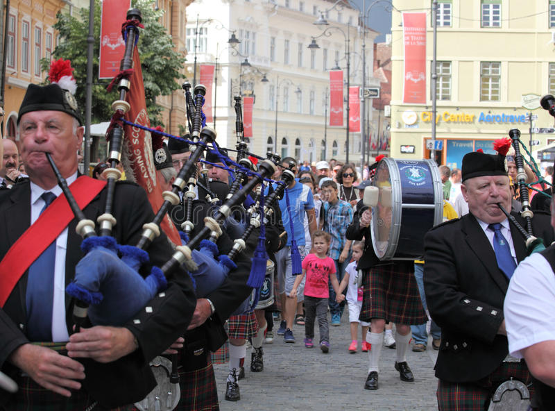 Scottishband, die ihre Scottishrohre spielt stockfotos