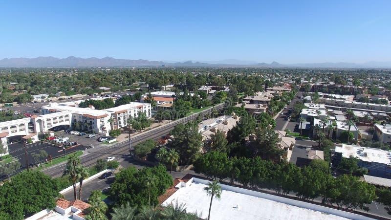 Scottsdale, Arizona, Etats-Unis - tir aérien de paysage de Scottsdale avec les palmiers et le ciel bleu photographie stock