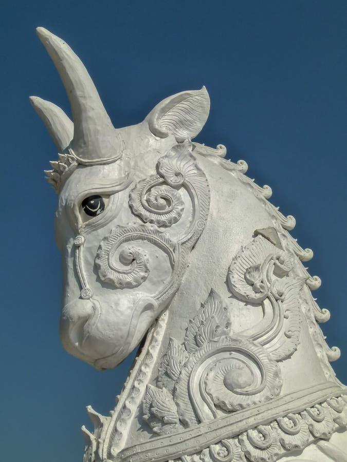 Scoulture på den thai templet royaltyfri foto