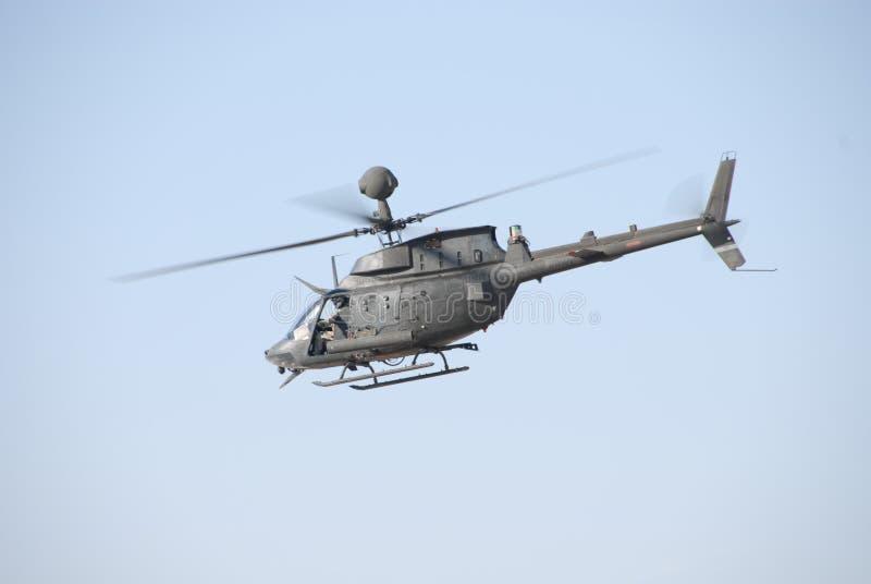 Scout d'OH-58D au-dessus de l'Irak photographie stock libre de droits