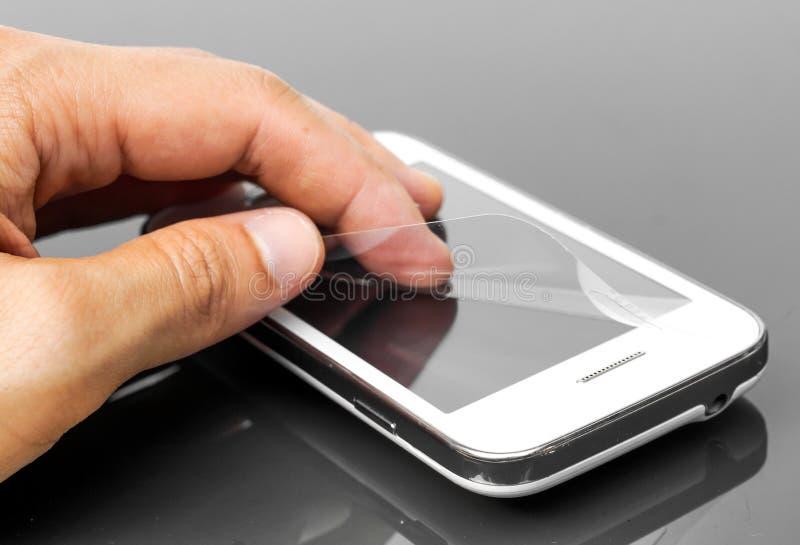 Scratchprooffilm op smartphone royalty-vrije stock afbeelding