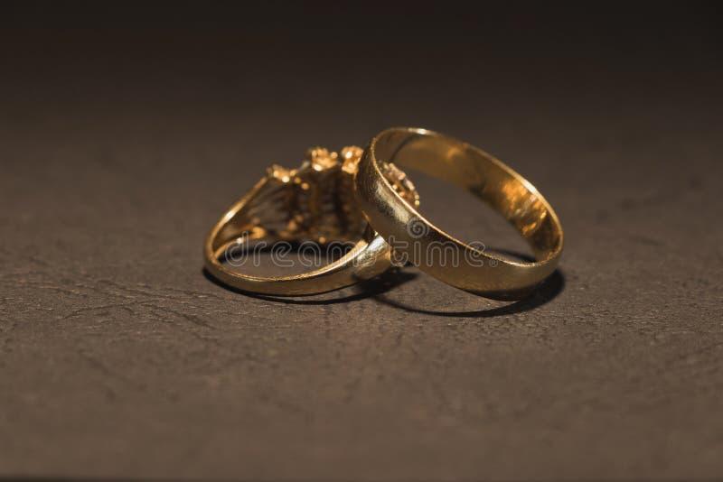 2 scratchy обручального кольца стоковое изображение