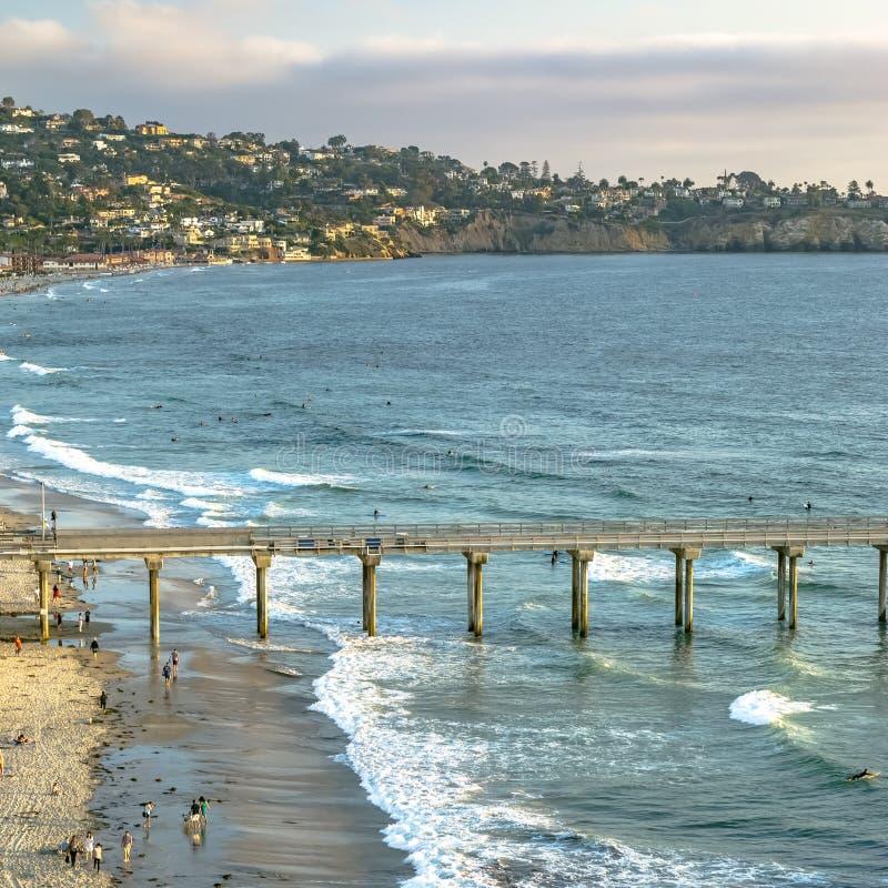 Scripps molo i nabrzeżni domy w San Diego CA zdjęcie royalty free