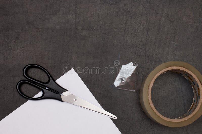 Scrissors-Papier und Weißbuch lizenzfreies stockfoto