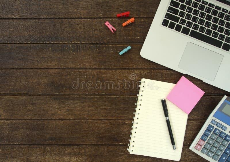 Download Scrittorio del lavoro fotografia stock. Immagine di finanziario - 55356486