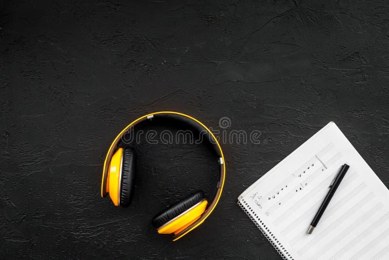 Ufficio Del Lavoro In Nero : Scrittorio del lavoro del compositore moderno la musica nota vicino