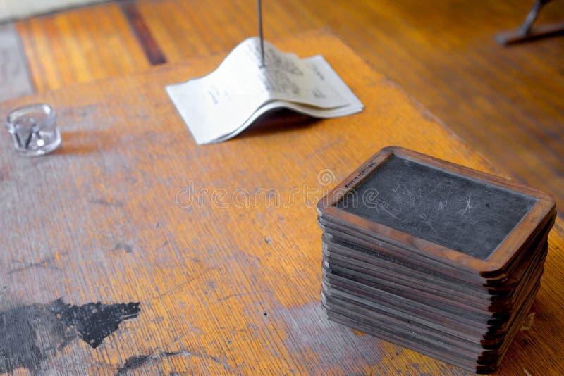 Scrittorio e lavagne fotografia stock libera da diritti