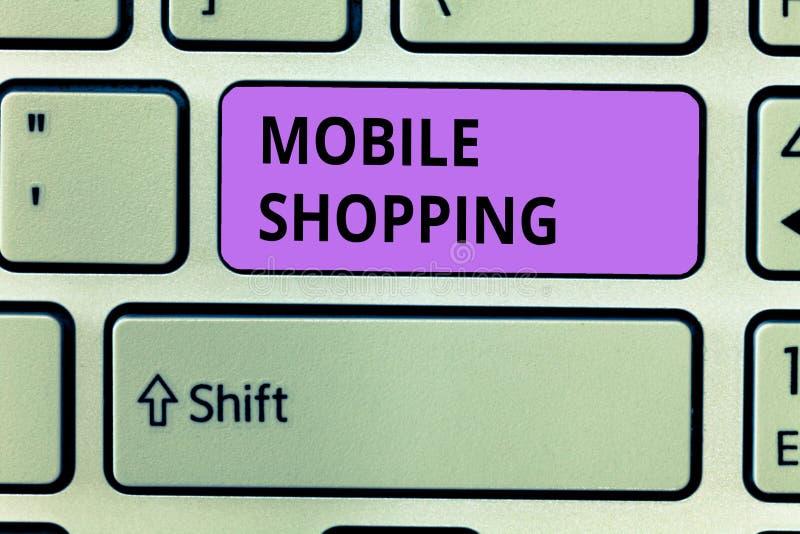 Scrittura concettuale della mano che mostra acquisto mobile Foto di affari che montra acquisto e vendita di beni e di servizi fotografia stock libera da diritti