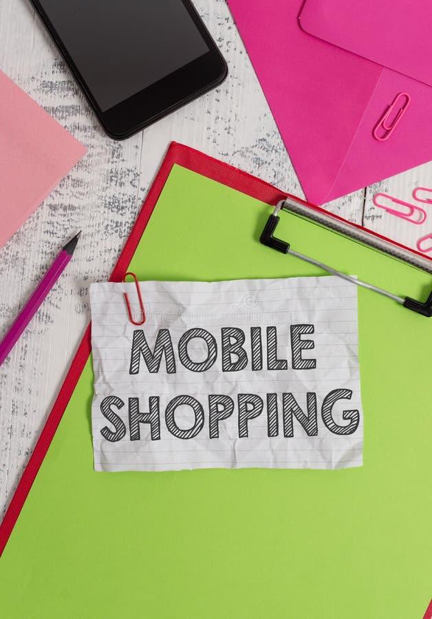 Scrittura concettuale della mano che mostra acquisto mobile Foto di affari che montra acquisto e vendita di beni e di servizi fotografie stock libere da diritti