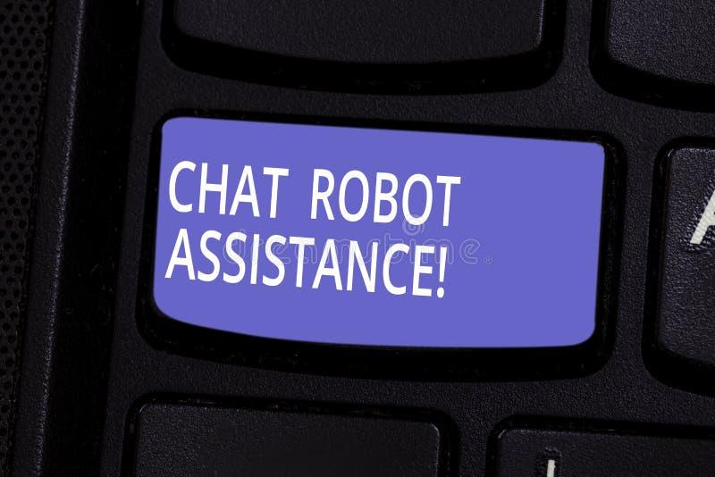 Scrittura concettuale della mano che mostra assistenza del robot di chiacchierata Domande di servizi di assistenza al cliente di  fotografia stock libera da diritti
