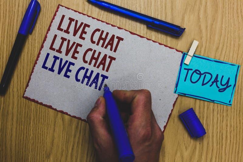 Scrittura concettuale della mano che mostra chiacchierata di Live Chat Live Chat Live Testo della foto di affari che parla con i  fotografia stock