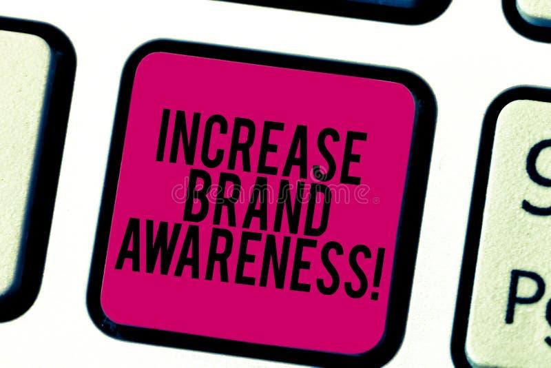 Scrittura concettuale della mano che mostra consapevolezza di marca di aumento Montrare della foto di affari convince i influence illustrazione di stock