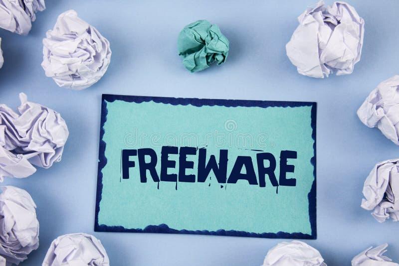 Scrittura concettuale della mano che mostra freeware Foto di affari che montra applicazione che è disponibile per uso a non monet immagine stock libera da diritti