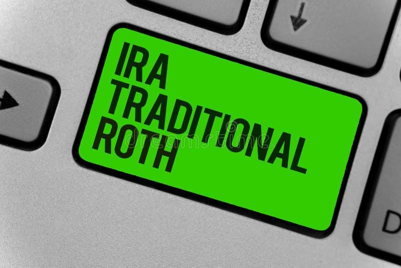 Scrittura concettuale della mano che mostra Ira Traditional Roth Montrare della foto di affari è deducibile dalle tasse sia sullo fotografia stock