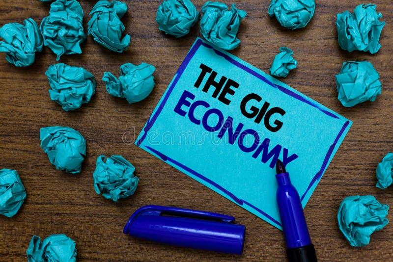 Scrittura concettuale della mano che mostra l'economia dell'evento La foto di affari che montra il mercato dei contratti a breve  fotografia stock