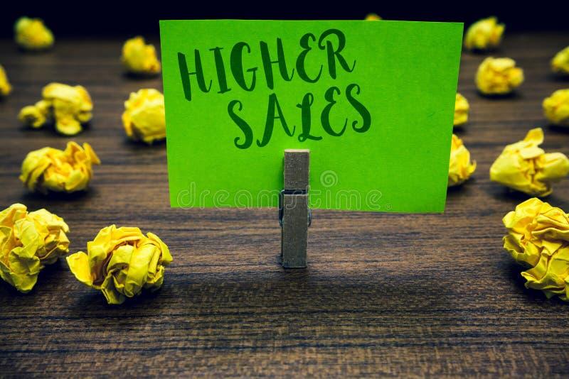 Scrittura concettuale della mano che mostra le più alte vendite Il testo della foto di affari i prodotti ed i servizi venduti med fotografie stock