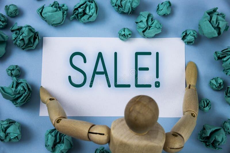 Scrittura concettuale della mano che mostra a vendita chiamata motivazionale Il testo della foto di affari che vende le merci ai  immagine stock libera da diritti