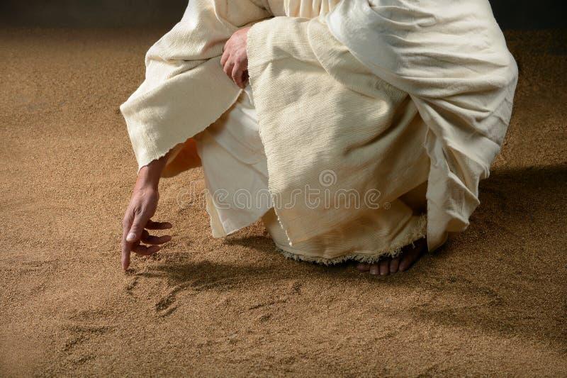 Scrittura del Jesus nella sabbia fotografia stock