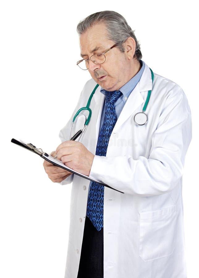 Scrittura del medico degli anziani immagini stock