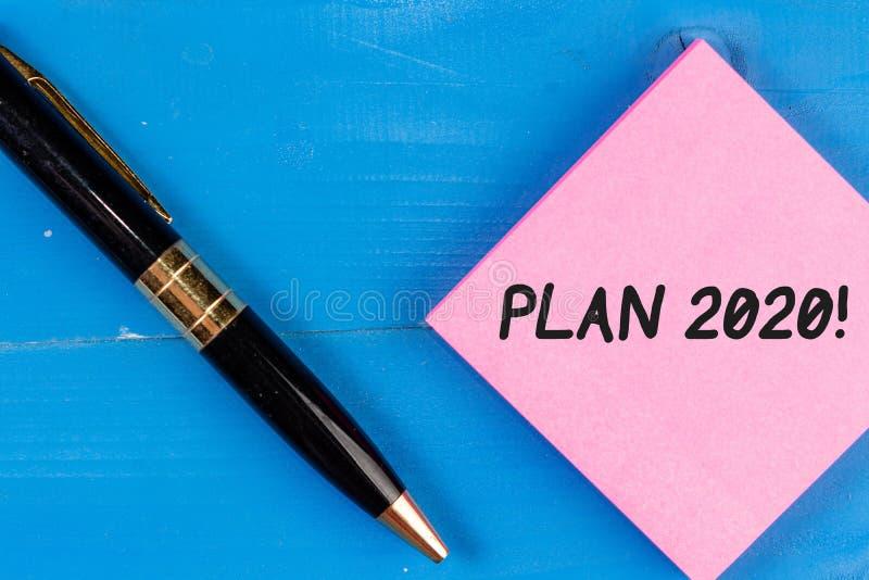 Scrittura del piano 2020 di rappresentazione della nota Foto di affari che montra proposta dettagliata di fare o raggiungimento d immagine stock libera da diritti