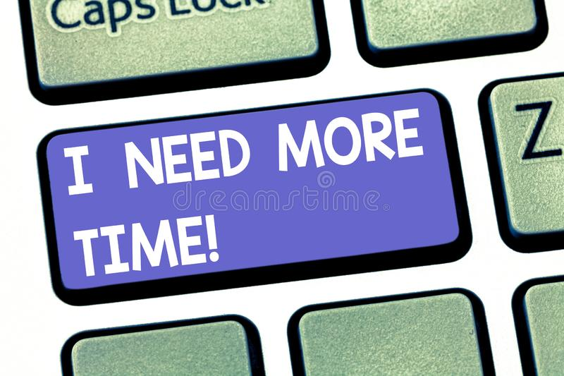 Scrittura del testo della scrittura ho bisogno di più tempo Significato di concetto che ha bisogno delle ore extra di finire una  immagine stock