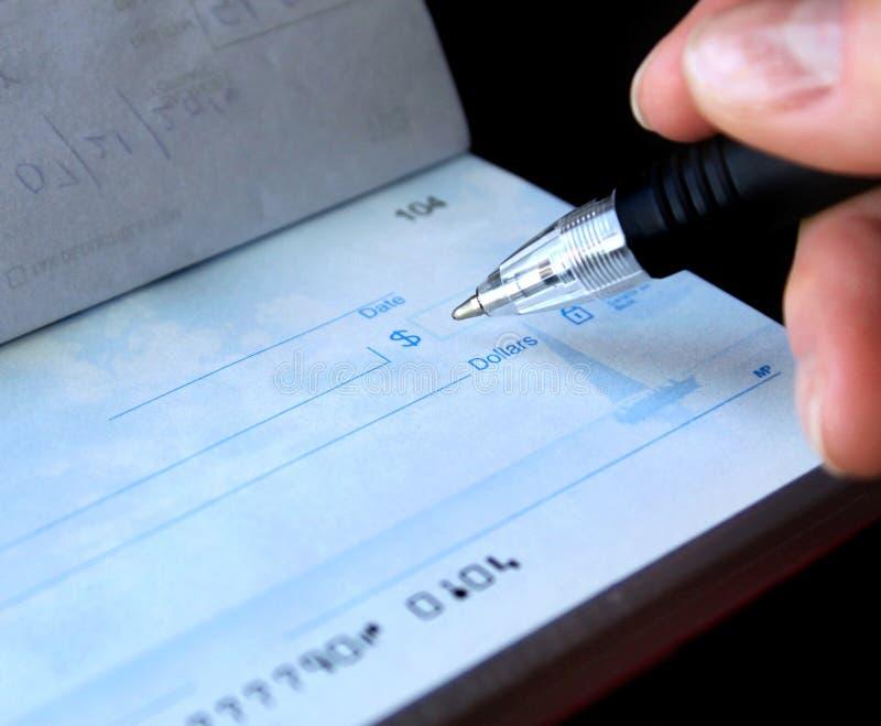 Scrittura dell'assegno fotografie stock libere da diritti