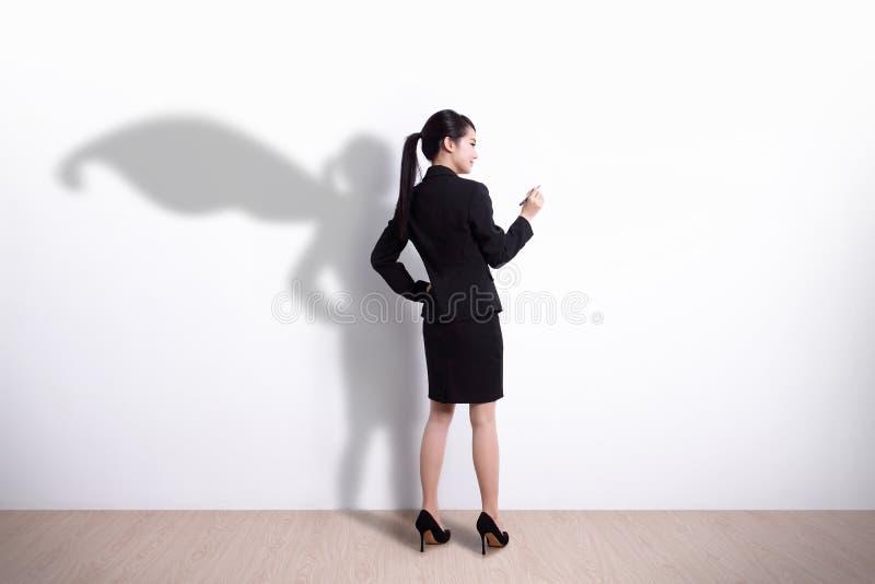 Scrittura della donna di affari del supereroe immagini stock libere da diritti