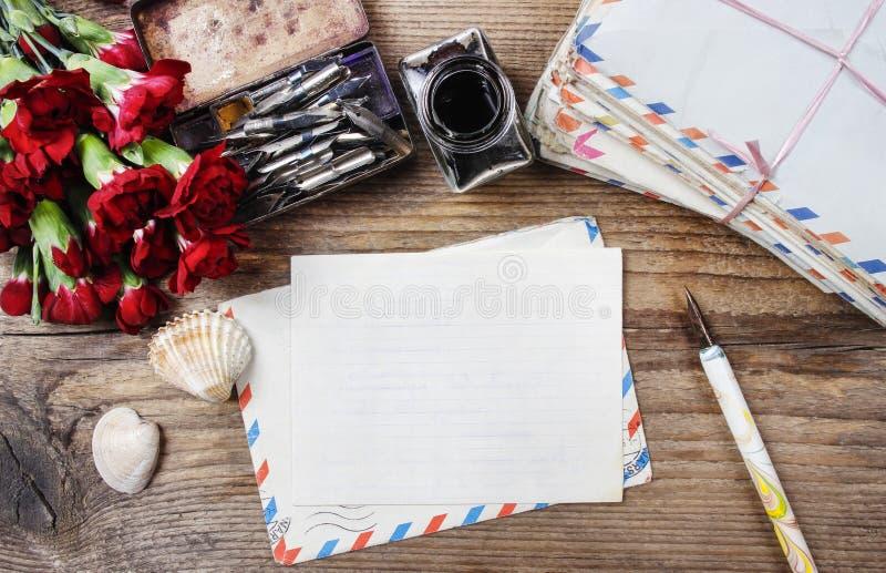 Scrittura della lettera fotografie stock