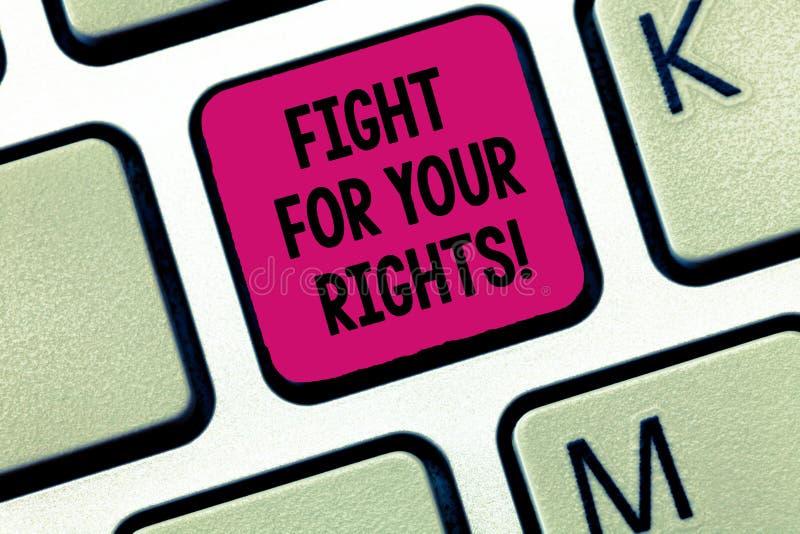 Scrittura della lotta di rappresentazione della nota per i vostri diritti Montrare della foto di affari fa l'equilibrio della giu fotografia stock libera da diritti