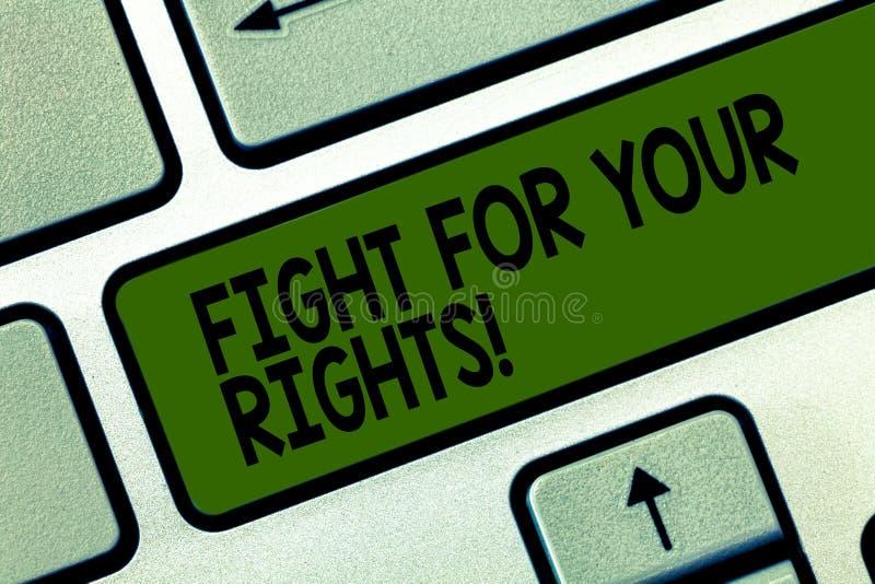 Scrittura della lotta di rappresentazione della nota per i vostri diritti Montrare della foto di affari fa l'equilibrio della giu immagine stock