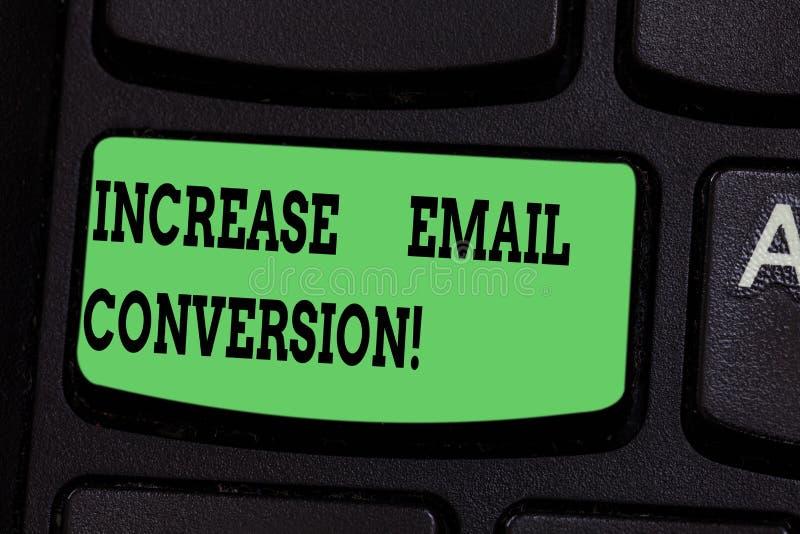 Scrittura della nota che mostra conversione del email di aumento Foto di affari che montra azione che ha luogo sulla vostra chiav royalty illustrazione gratis