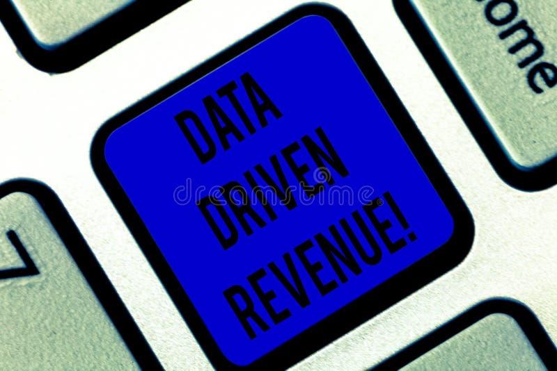 Scrittura della nota che mostra reddito guidato dati Montrare della foto di affari prende le decisioni strategiche ha basato l'an immagine stock