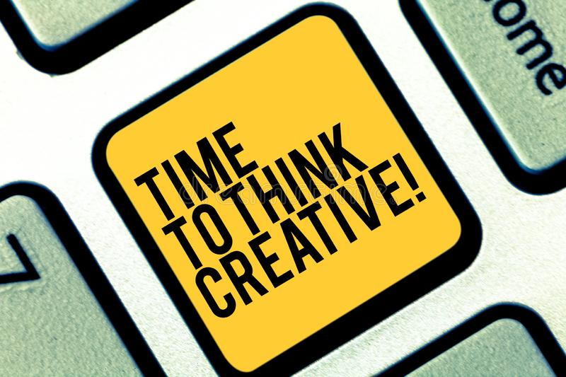 Scrittura della nota che mostra tempo di pensare creativo Foto di affari che montra le idee originali di creatività che pensano i immagine stock libera da diritti