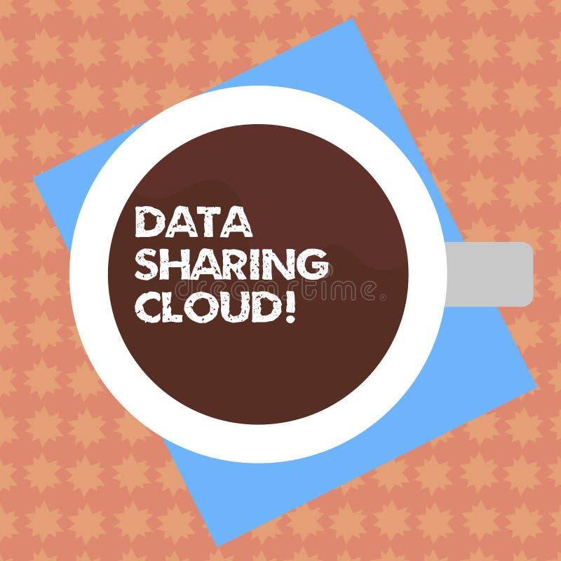 Scrittura della nuvola di condivisione di dati di rappresentazione della nota Foto di affari che montra facendo uso delle tecnolo royalty illustrazione gratis