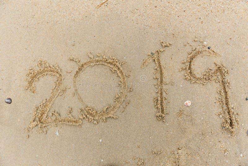 scrittura di numero di 2019 testi sulla spiaggia di sabbia immagine stock libera da diritti