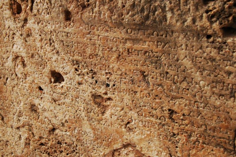 Scrittura di pietra del greco antico immagini stock